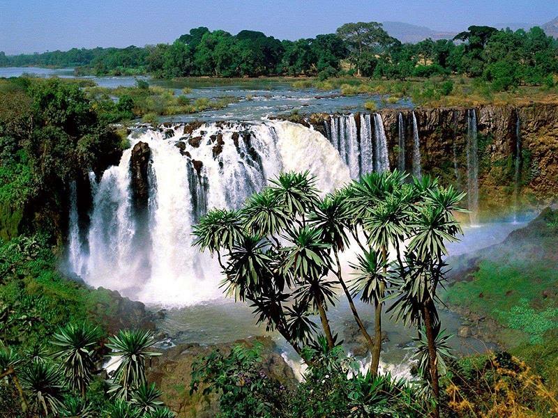 青尼罗河瀑布美景