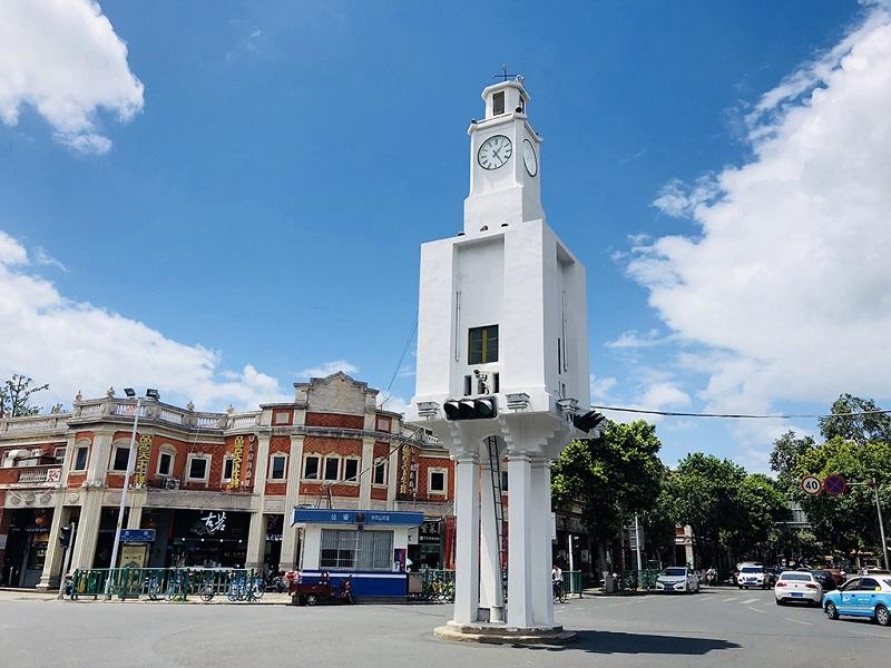 街头时钟塔