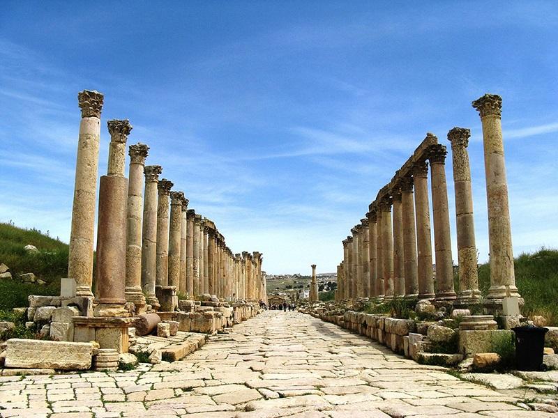 杰拉什古城遗址石柱