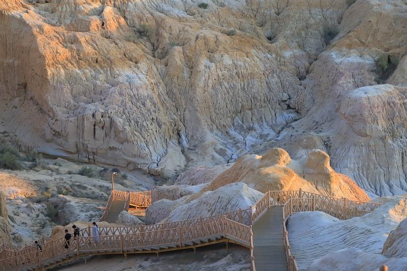 峡谷深处的游客