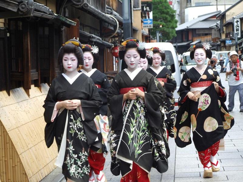 奈良街头艺伎