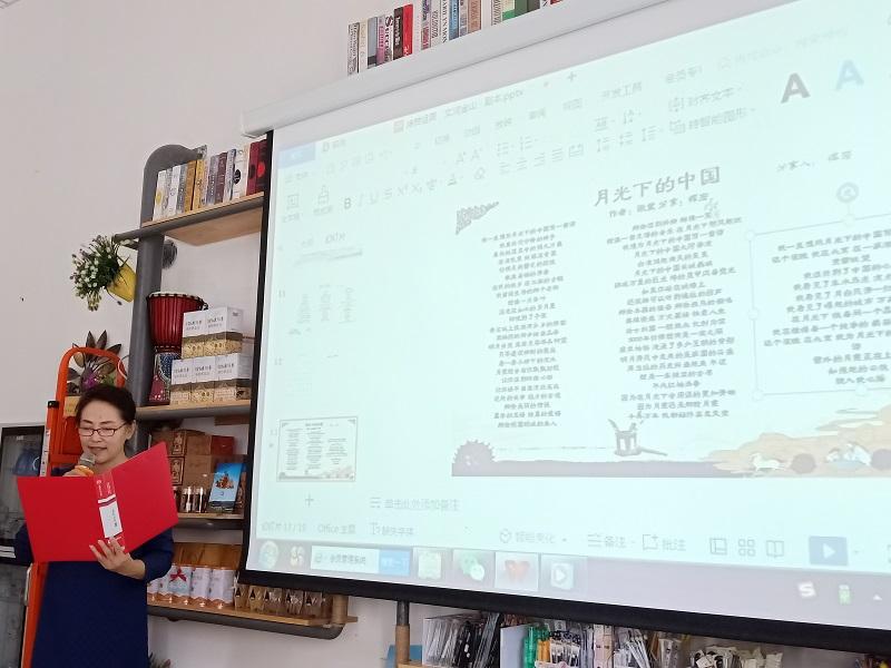 """这是9月19日拍摄的新疆阿勒泰地区文学艺术界联合会在克兰春天书苑举办""""迎国庆 度中秋""""主题诗会的活动现场 (6)"""