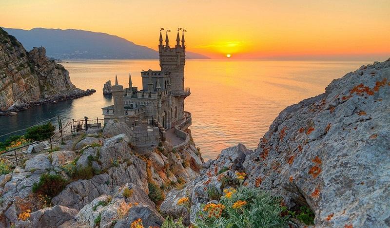 建在悬崖上的城堡—燕子堡