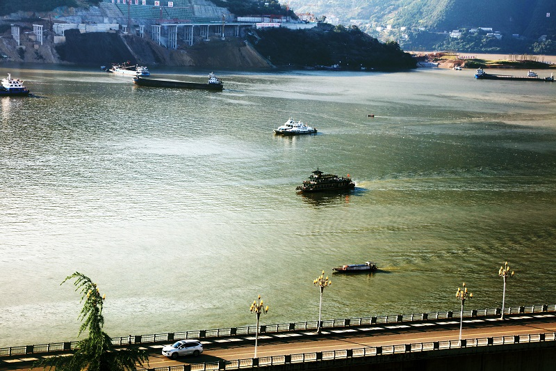 图2:10月1日,两艘画舫将安畅游5A级小三峡小小三峡景区。唐探峰